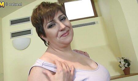 大きなペニスを持つ入れ墨の男性 アダルト 動画 ラブラブ