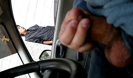 車の後部座席で彼のガールフレンドをクソ h 動画 女性